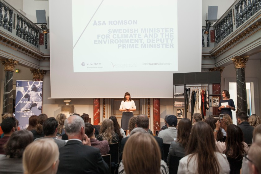 De Zweedse minister aan het woord, rechts van haar staat de Deense minister